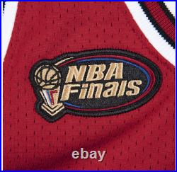 Authentic Pro Jersey Chicago Bulls Road Finals 1997-98 Michael Jordan Red Small