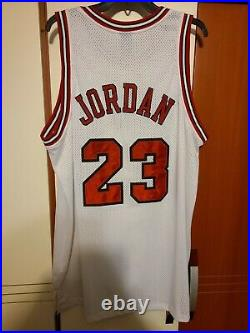 Michael Jordan 1997-98 Chicago Bulls NBA Finals Authentic Jersey Nike Size 52